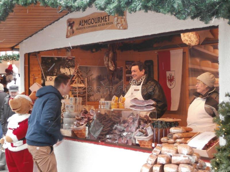Kerstmismarkt in Dresden op Altmarkt, Duitsland royalty-vrije stock foto's