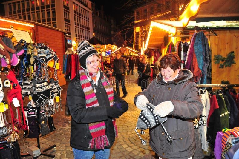 Kerstmismarkt het winkelen stock foto's