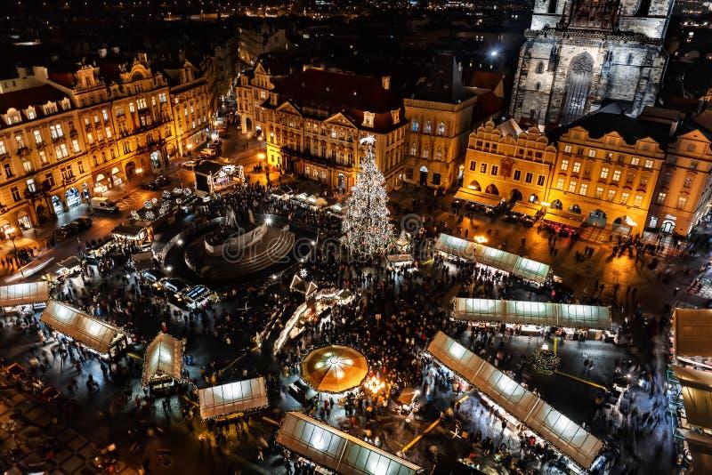 Kerstmismarkt op het Oldtown-vierkant in Praag stock afbeeldingen