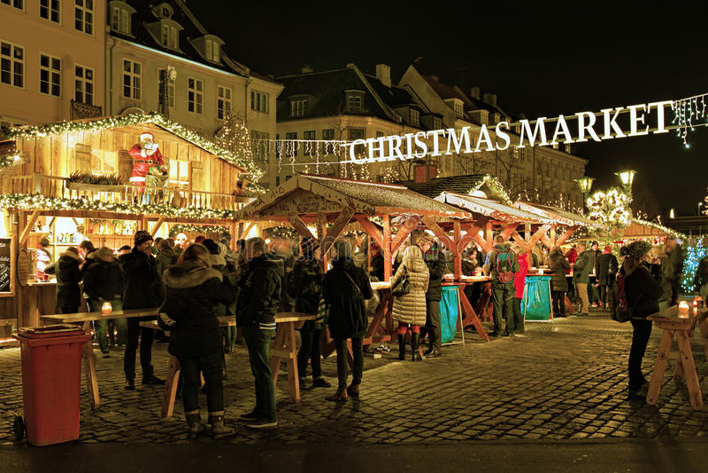 Kerstmismarkt op het vierkant van Hojbro Plads van Kopenhagen stock afbeelding