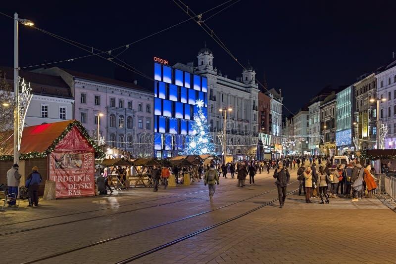 Kerstmismarkt op Vrijheidsvierkant in Brno, Tsjechische Republiek royalty-vrije stock foto's