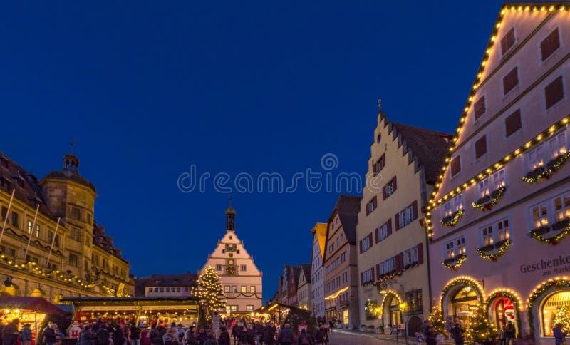 Kerstmismarkt in Rothenburg ob der Tauber, Duitsland stock foto's
