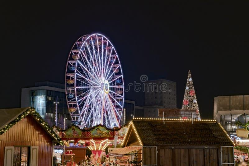 Kerstmismarkt in 's nachts Leipzig stock foto's