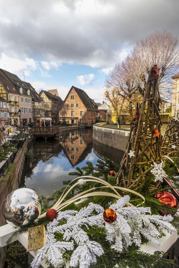 Kerstmismarkten op Colmar straten royalty-vrije stock foto's
