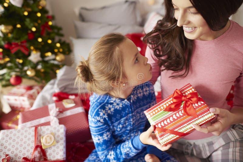 Kerstmisochtend met mamma stock foto's