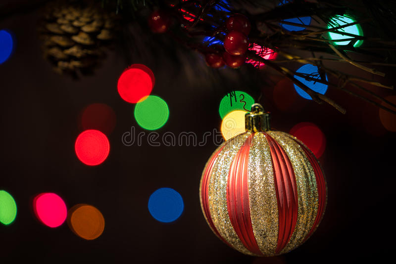 Kerstmisornament met zwarte achtergrond royalty-vrije stock afbeelding