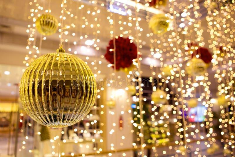 Kerstmisornamenten en decoratie stock foto