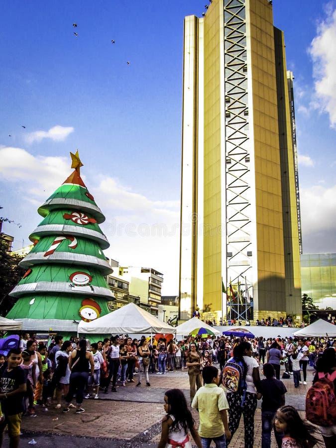 Kerstmispartijen op de straten van de stad stock foto