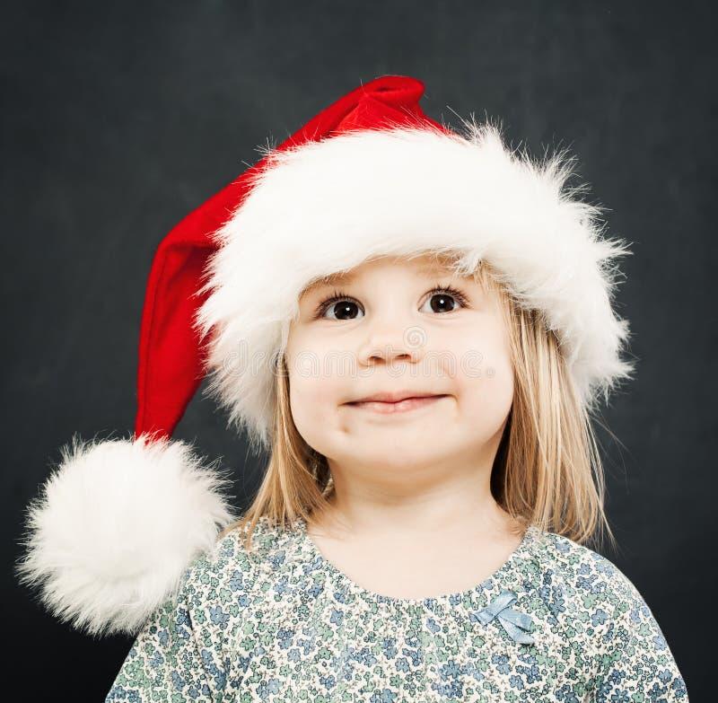 Kerstmisportret van Glimlachend Meisje Kind in santahoed stock foto