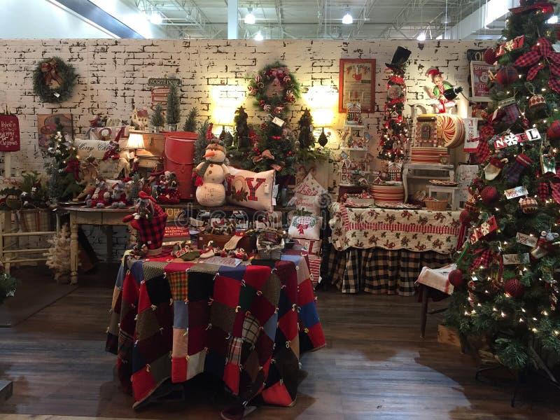 Kerstmisproducten voor verkoop bij het leveren van opslag royalty-vrije stock foto