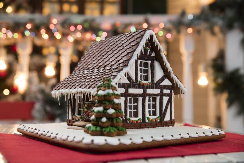 Kerstmissamenstelling met Peperkoekhuis stock afbeelding