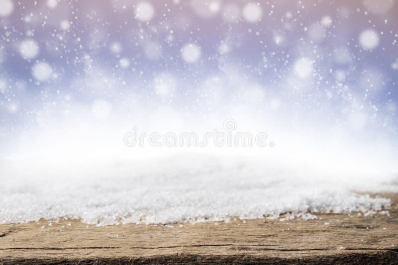 Kerstmissneeuw en houten achtergrond stock fotografie