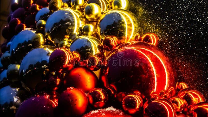 Kerstmisspeelgoed, ballen, Kerstboom Gelukkig Nieuwjaar stock afbeelding
