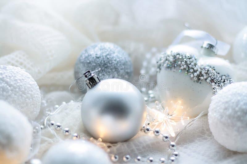 Download Kerstmisspeelgoed En Ballen Om De Sjaal Te Breien Decoratie Op Holid Stock Afbeelding - Afbeelding bestaande uit helder, ster: 107701613