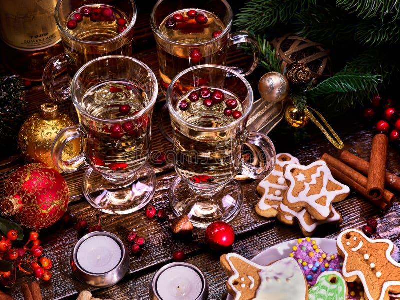 Kerstmisstilleven van vier glazen, hete thee royalty-vrije stock foto's