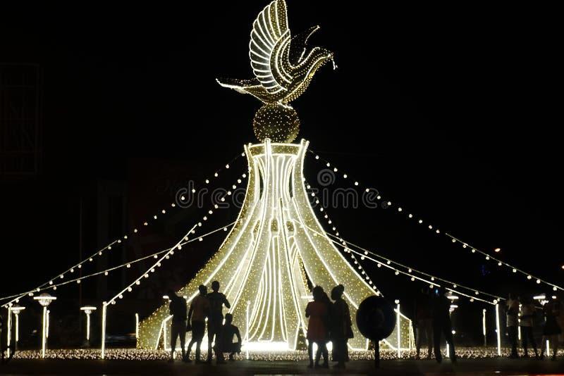 Kerstmisverlichting op de rotonde in Lomé, Togo royalty-vrije stock afbeeldingen