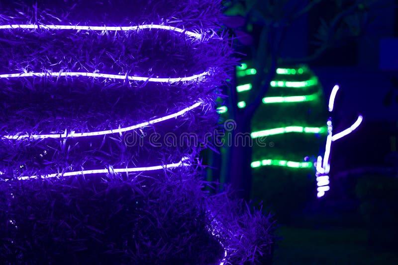 Kerstmisviering met decoratieve lichten stock foto