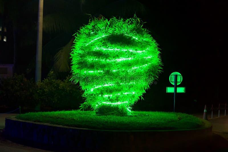 Kerstmisviering met decoratieve lichten stock fotografie