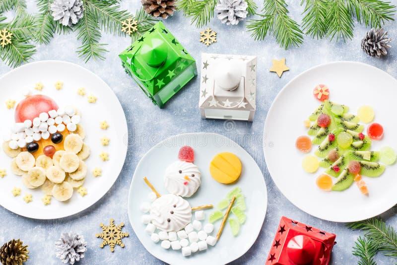 Kerstmisvoedsel voor kinderen - kiwikerstboom, heemstsneeuwman, banaan Santa Claus Hoogste mening stock afbeeldingen