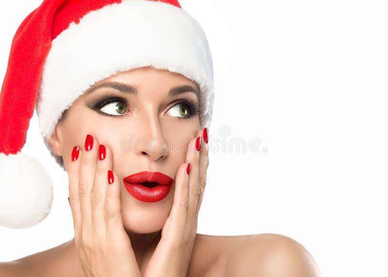 Kerstmisvrouw in Kerstmanhoed met een geïsoleerde verrassingsuitdrukking stock afbeeldingen