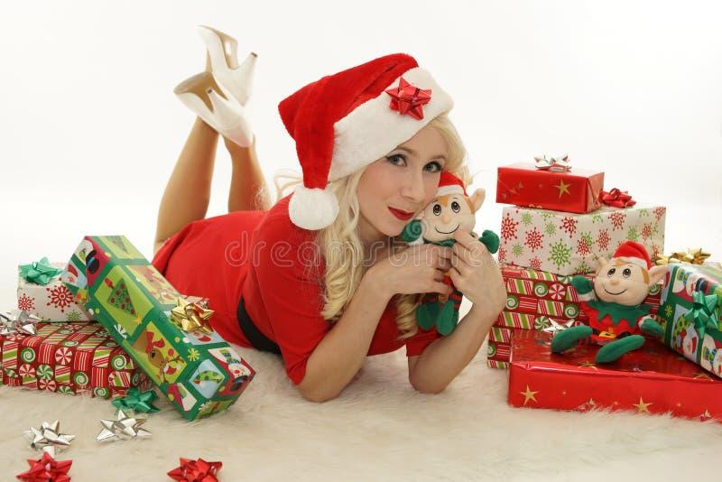 Kerstmisvrouw met elf stock afbeeldingen