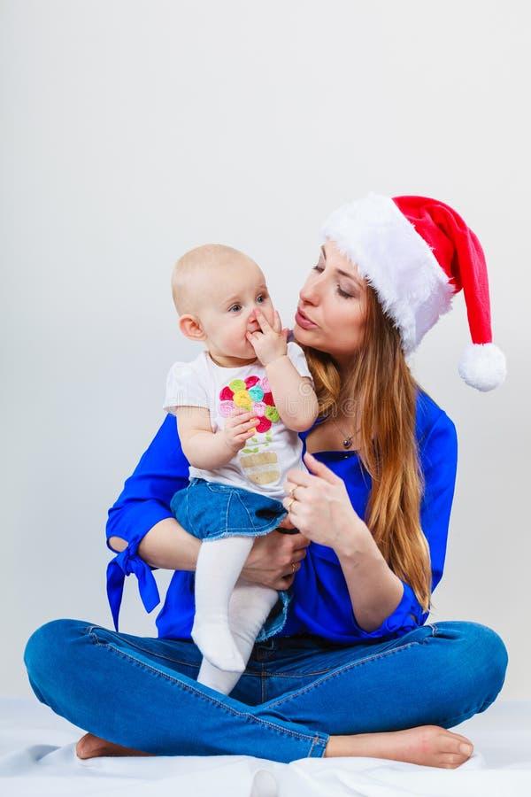 Kerstmisvrouw met leuke baby royalty-vrije stock foto