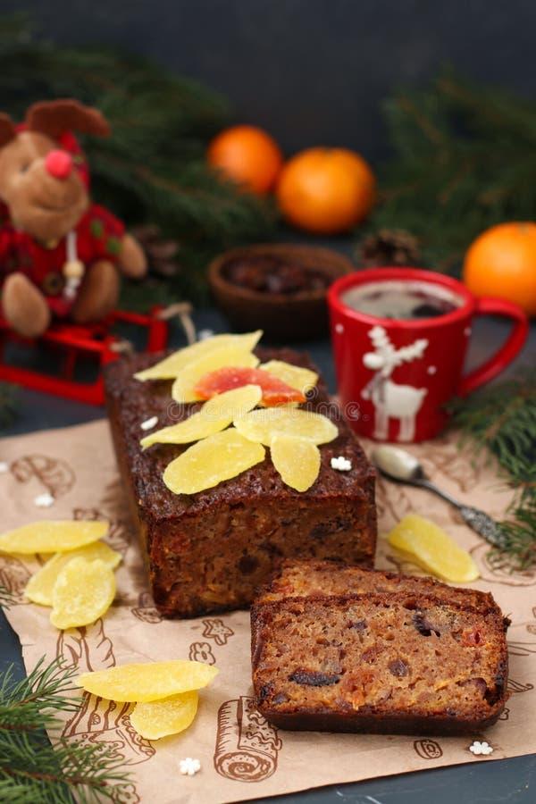 Kerstmisvruchtencake met gekonfijte vruchten en gedroogd fruit stock afbeelding