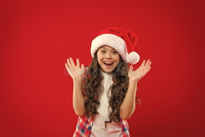 Kerstwinkelen Nieuw jaar Sinterklusje Fijne wintervakantie Klein meisje Presenteren voor Kerstmis Kindertijd royalty-vrije stock fotografie