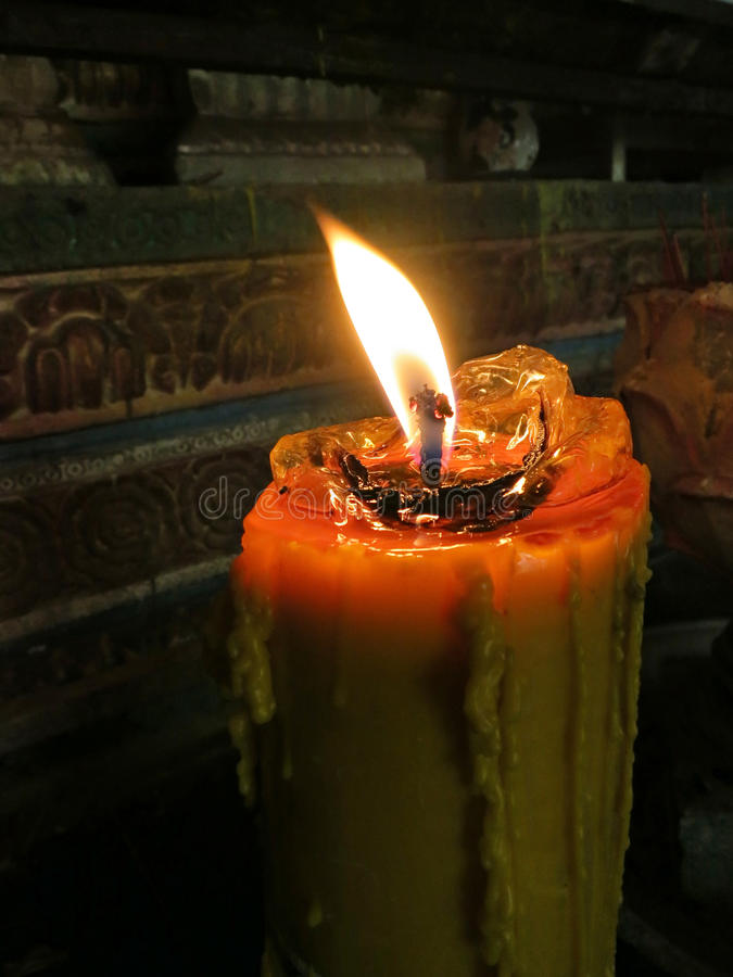 Download Kerze in der Kirche stockfoto. Bild von heiß, flüssig - 27725960