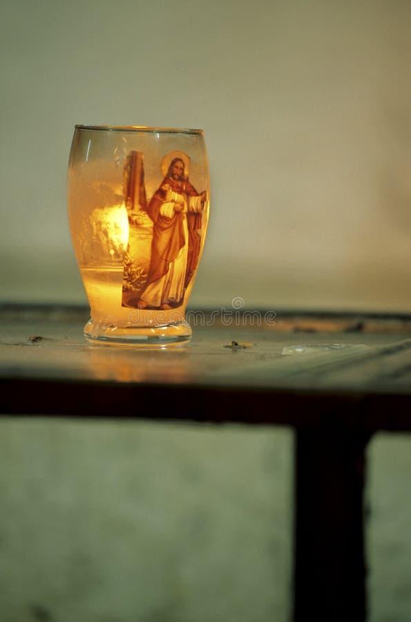 Kerze in der Kirche Guatemala stockbilder