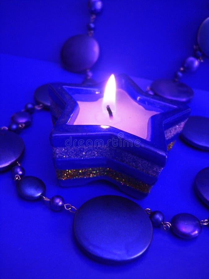 Kerze des blauen Sternes stockfotografie
