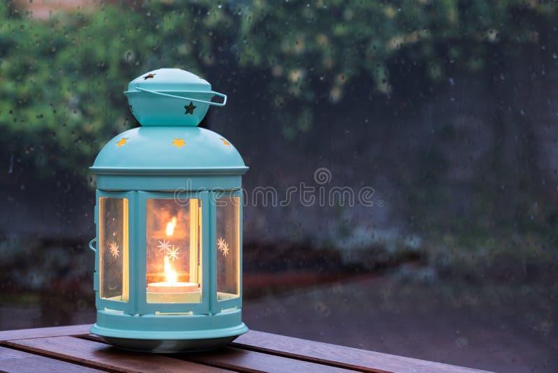 Kerze in einer Laterne lizenzfreie stockbilder