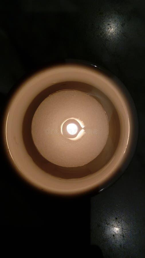 Kerze in einer Sch?ssel lizenzfreies stockbild