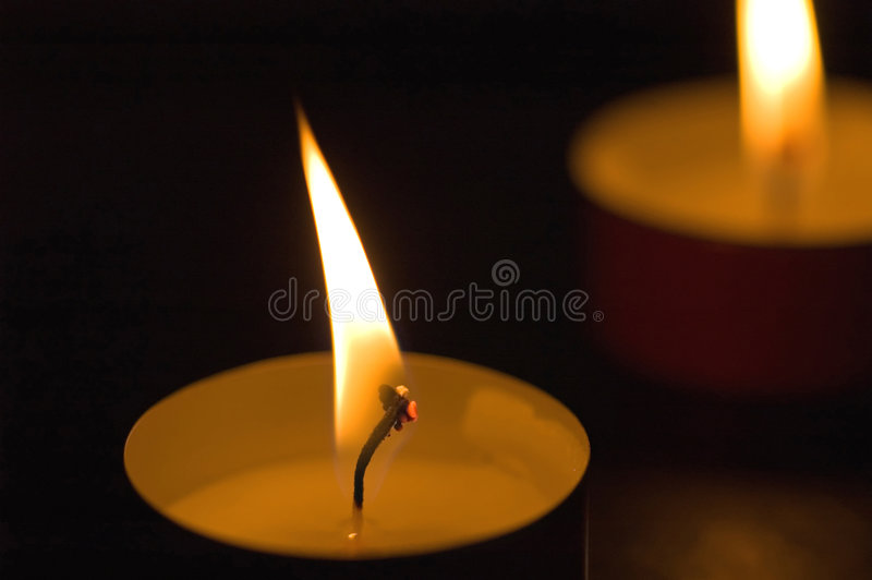 Kerze-Glühen lizenzfreie stockfotografie