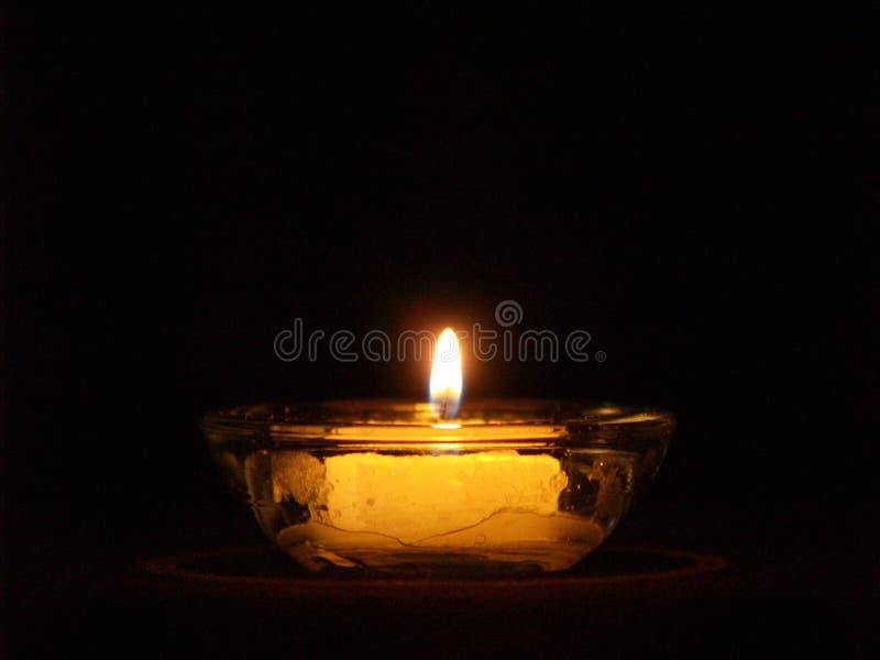 Kerze-Leuchte lizenzfreie stockfotos