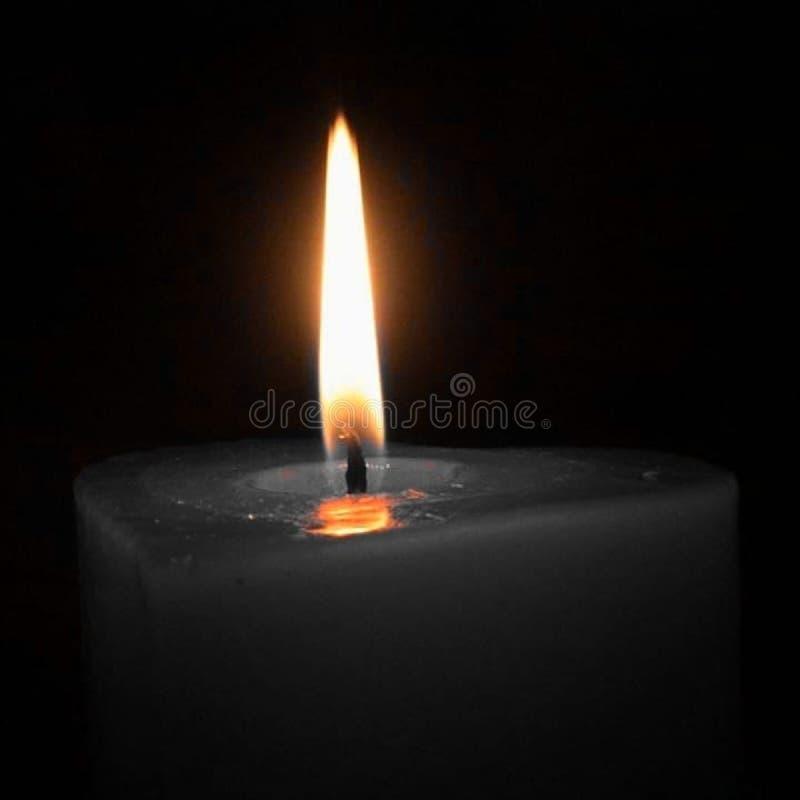 Kerze in Schwarzweiss lizenzfreie stockbilder