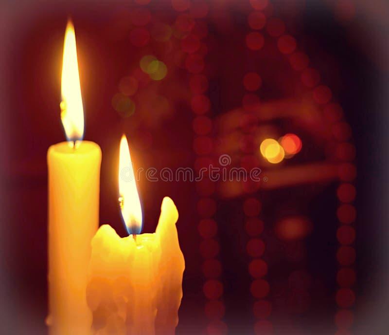 Kerze- und Weihnachtsdekoration lizenzfreies stockbild