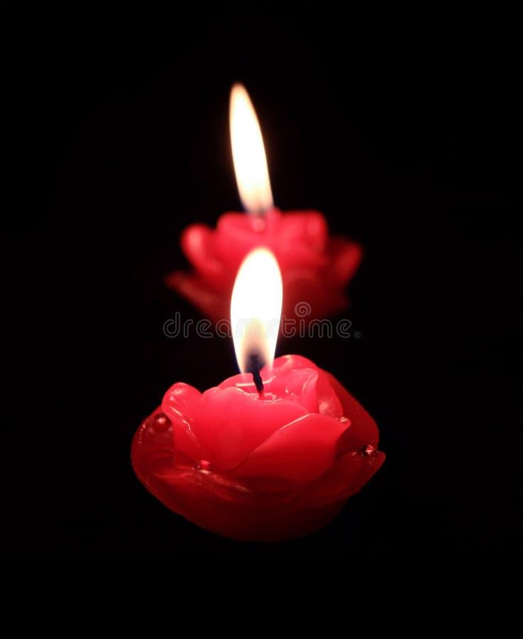 Kerzen in der Dunkelheit lizenzfreies stockfoto