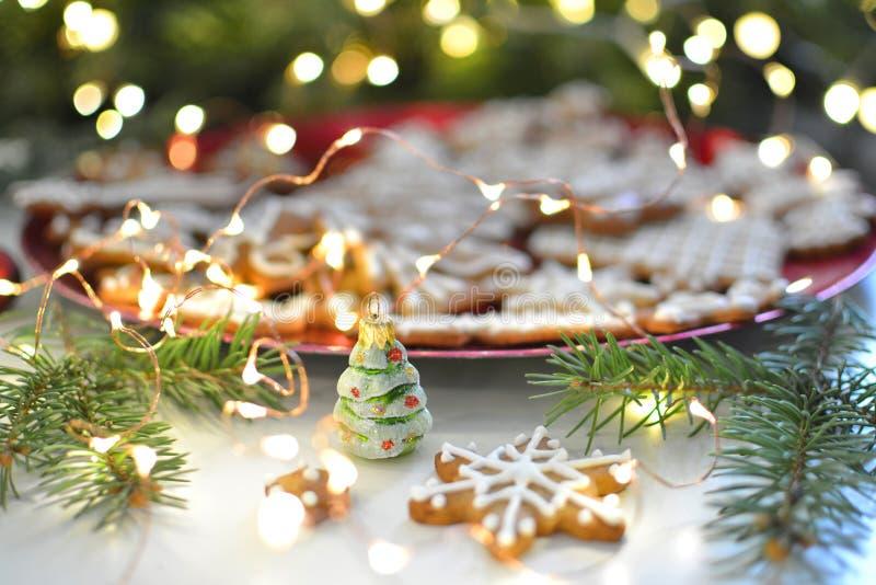 Kerzen der Weihnachtstabelle decoration stockbilder