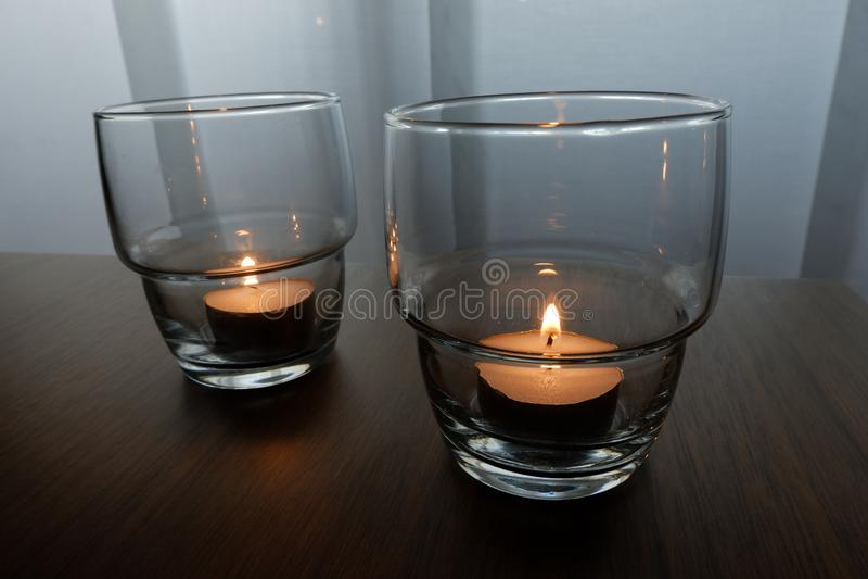 Kerzen für eine warme Beleuchtung lizenzfreie stockbilder