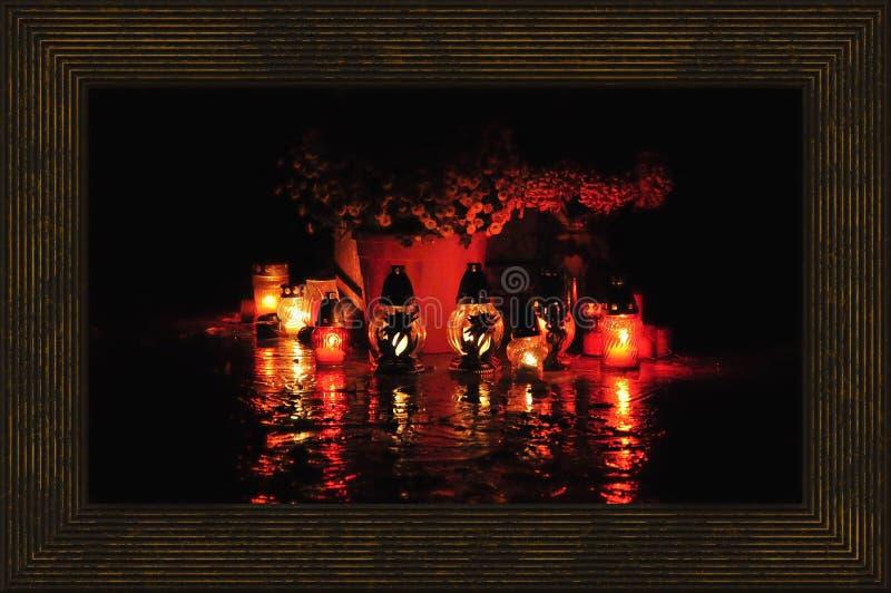 Kerzen im Kirchhof lizenzfreie stockfotos