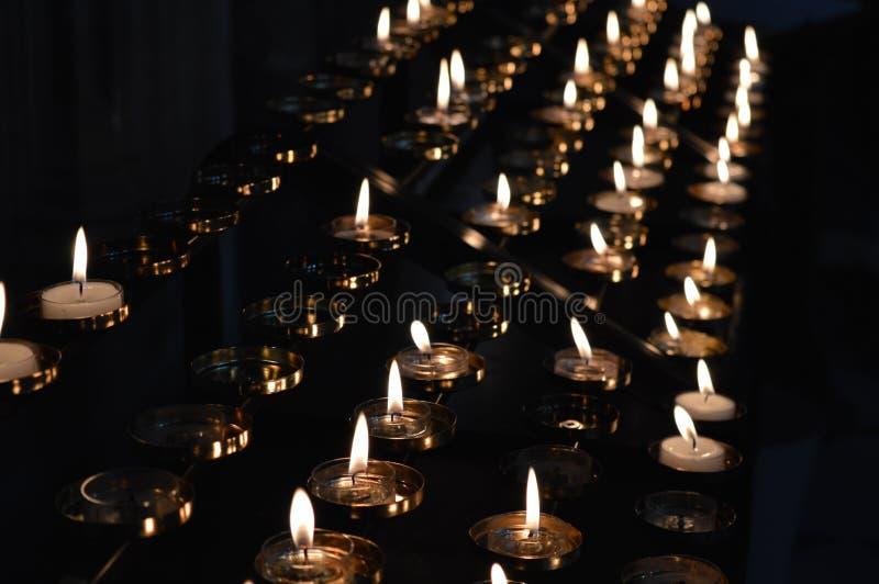 Kerzen Lit-in der Erinnerung lizenzfreies stockfoto