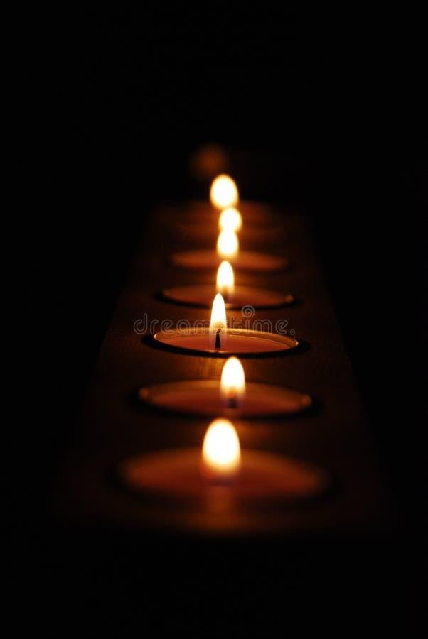 Kerzen Reihe lizenzfreie stockfotos