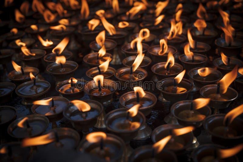 Kerzen in Swayambhunath stockbilder