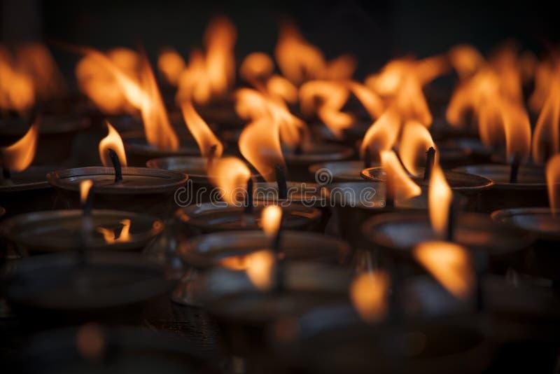 Kerzen in Swayambhunath lizenzfreie stockfotos