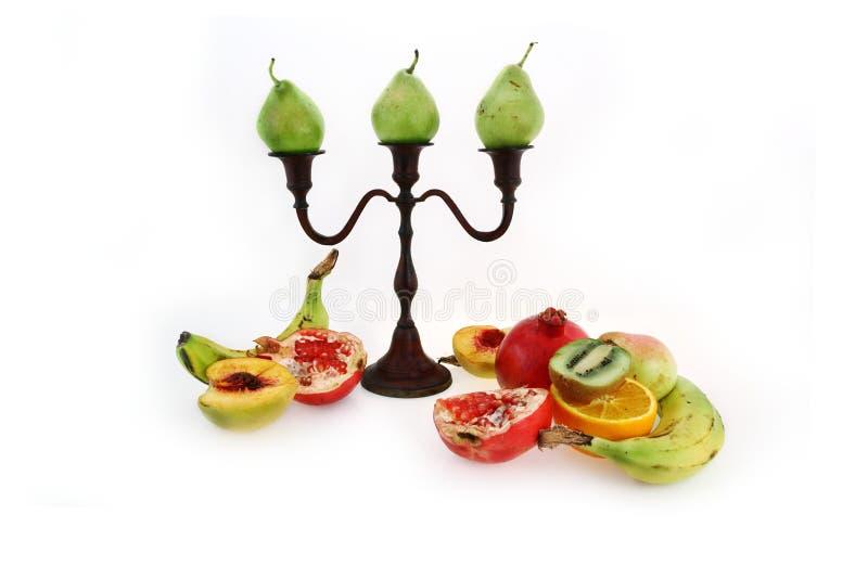 Kerzenhalter und Frucht stockfotografie