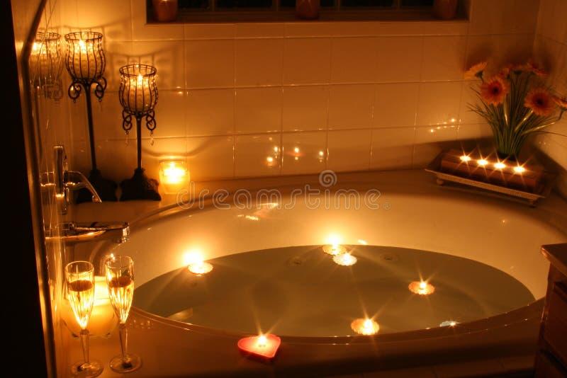 Kerzenlicht-Bad lizenzfreie stockbilder