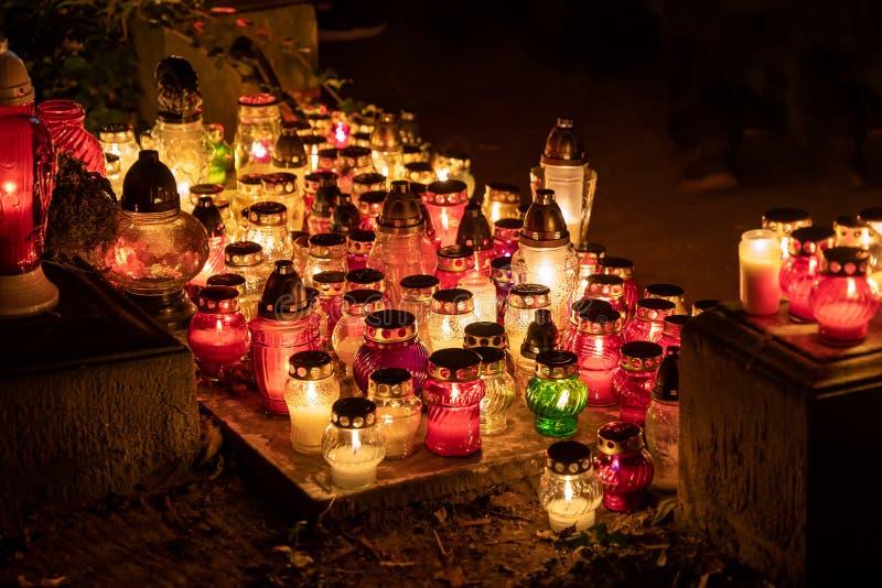 Kerzenlicht nachts an allen Heiligen lizenzfreie stockfotos