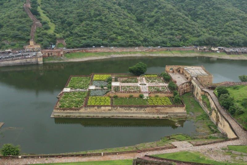Kesar Kyari trädgårdar från den bärnstensfärgade slotten, Jaipur, Indien royaltyfria foton
