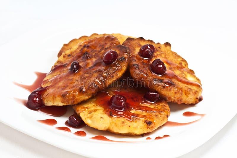 Download Kesopannkaka Med Cherrydriftstopp Fotografering för Bildbyråer - Bild av cake, bakelse: 27284543